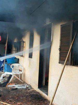 petropolis-raio-atinge-casa-e-provoca-incendio-em-residencia